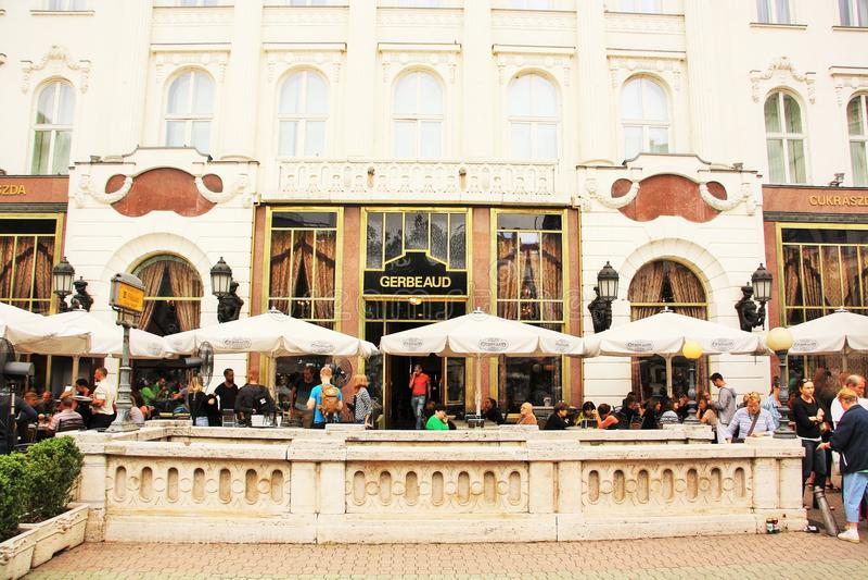 咖啡馆Gerbeaud在布达佩斯,匈牙利 图库摄影