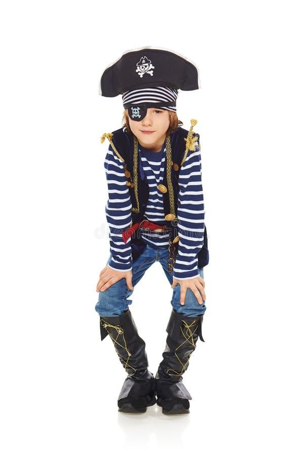 咧嘴笑的小男孩海盗 免版税库存图片