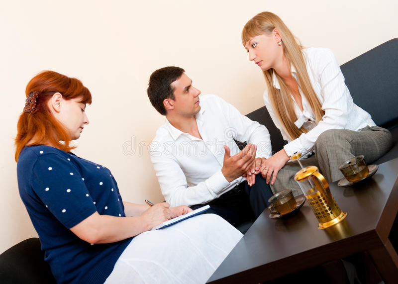 咨询夫妇已婚心理学家 免版税库存照片