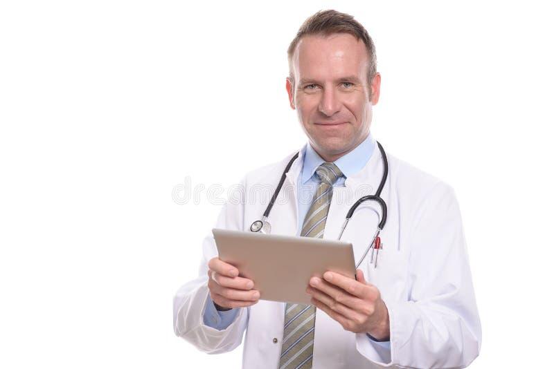 咨询片剂计算机的男性医生 图库摄影