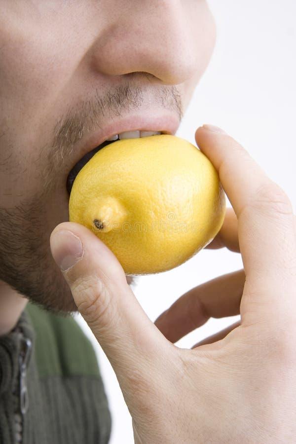咬住柠檬人 库存照片