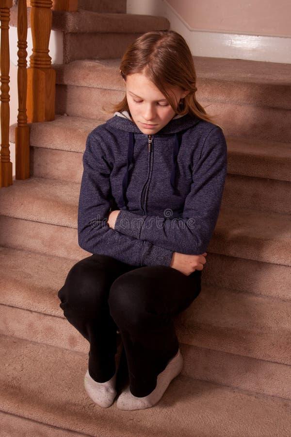哀伤和孤独的女孩 免版税库存照片