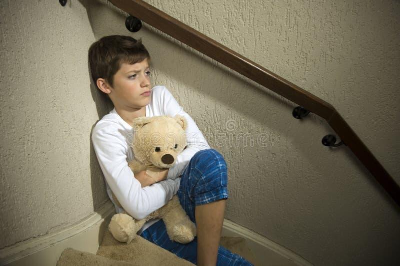 哀伤和沮丧的男孩 库存图片