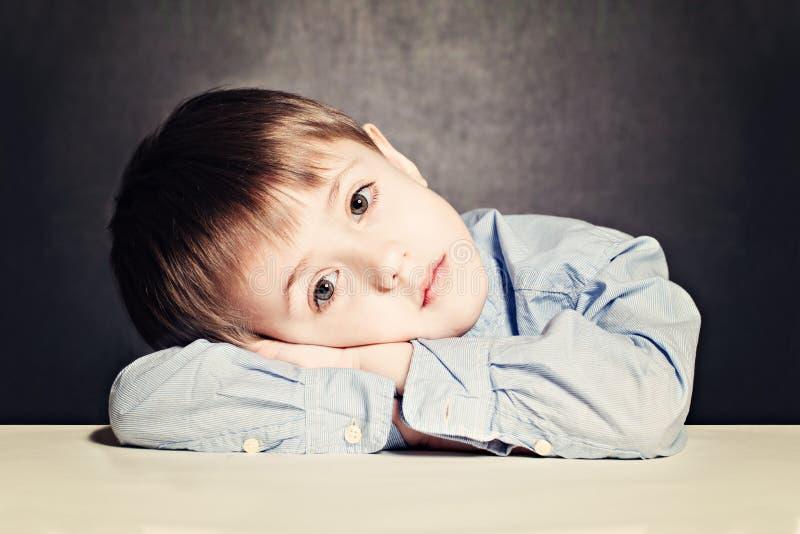 哀伤的儿童男孩 免版税库存图片
