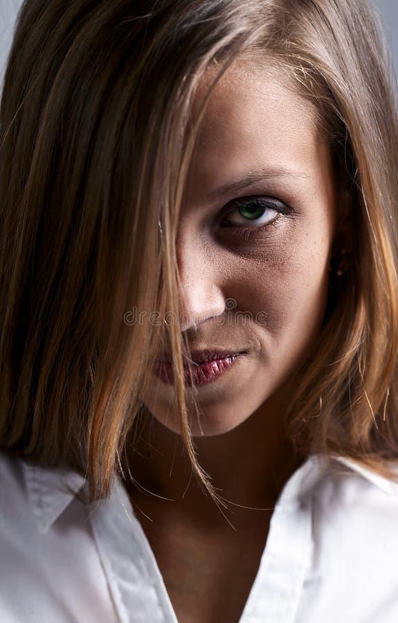 哀伤的妇女 免版税库存图片