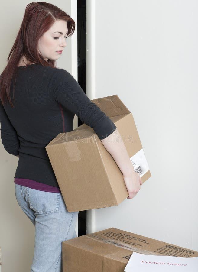哀伤的少妇移动的外的赶出 免版税库存照片