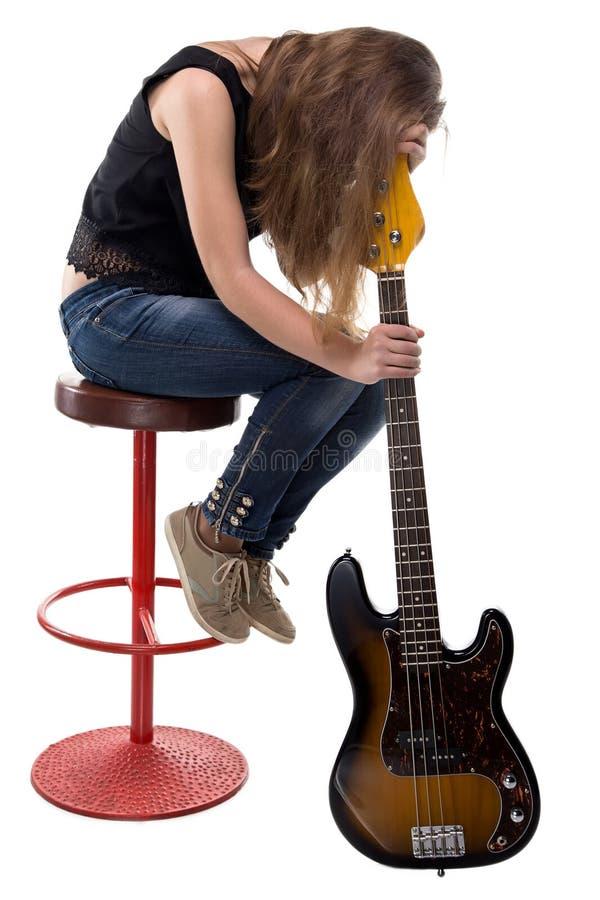 哀伤的少年坐高凳 库存图片
