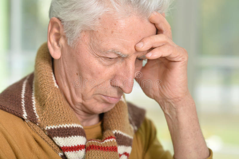 哀伤的老人画象  免版税库存照片