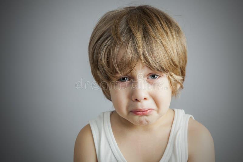 哀伤的年轻男孩 免版税图库摄影