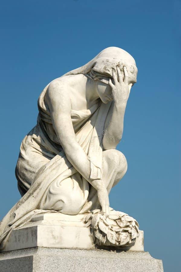 哀悼的雕象妇女 免版税图库摄影