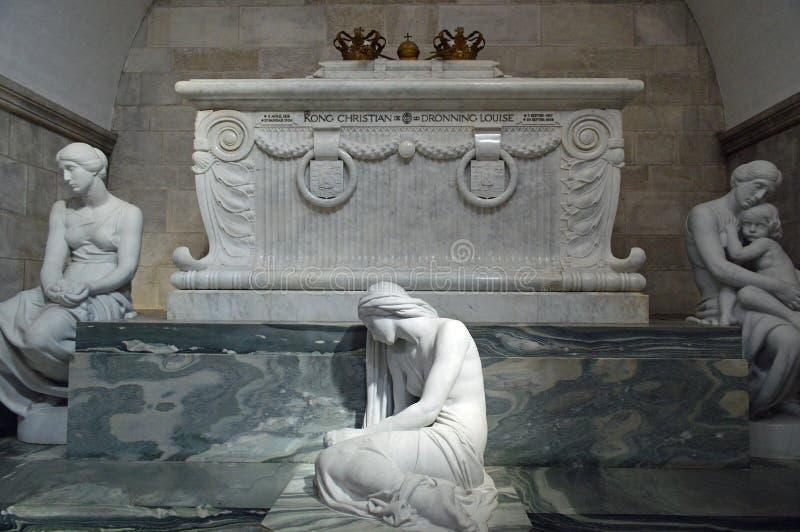 哀情、爱和记忆Scarophagus和雕象在罗斯基勒大教堂 库存图片