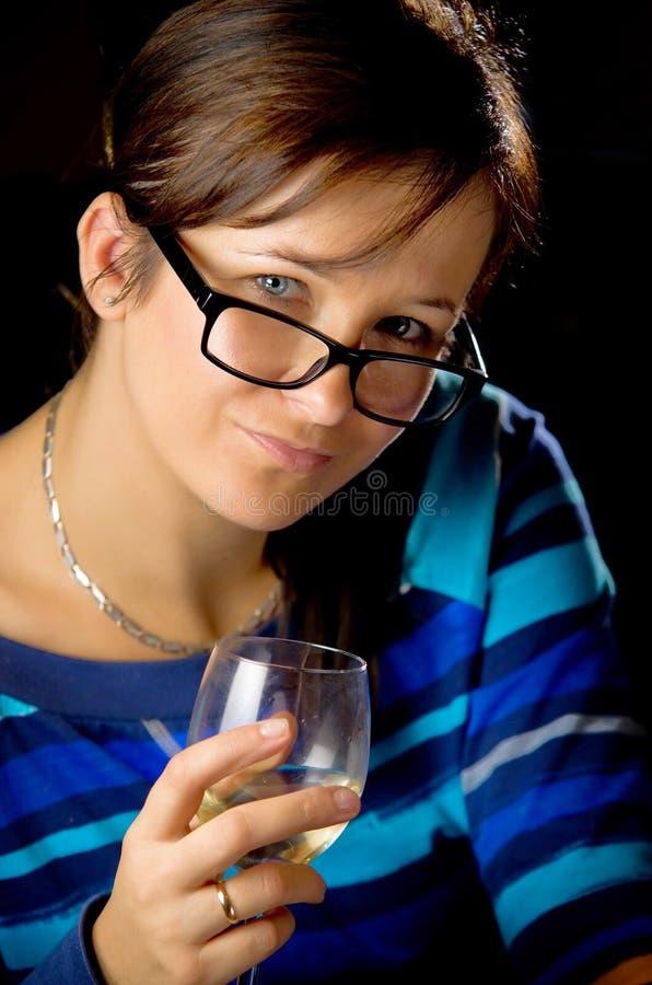 品尝白葡萄酒妇女 库存照片