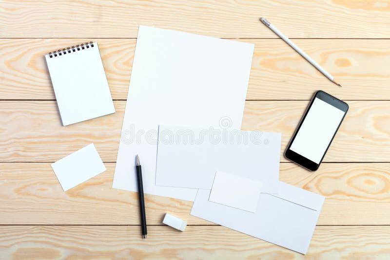 Download 品牌身份 库存照片. 图片 包括有 信头, 绿色, 格式, 办公室, 电话, 投资组合, 打印, 文件, 商业 - 62527382