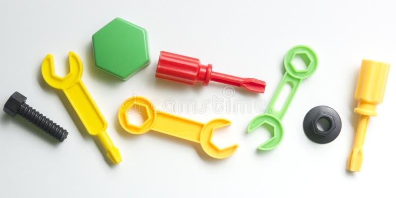 哄骗在白色背景的教育开发的玩具框架 顶视图 平的位置 复制文本的空间 免版税图库摄影