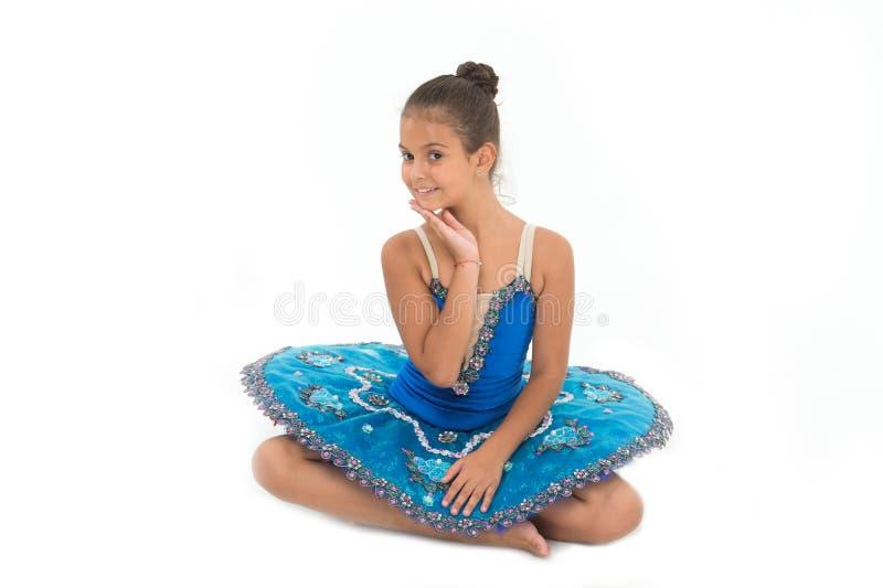 哄骗蓝色礼服有被隔绝的芭蕾舞短裙白色背景 儿童灵活的学生实践跳舞 儿童嫩舞蹈家 免版税库存照片