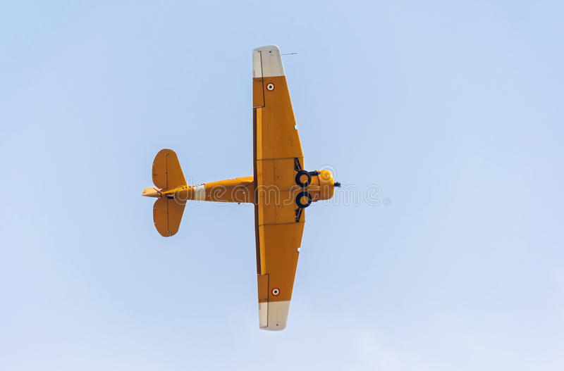 哈佛执行空中特技的葡萄酒航空器 图库摄影