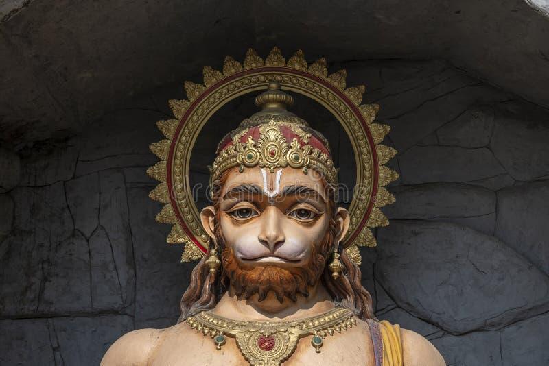 哈奴曼雕象,在恒河,瑞诗凯诗,印度附近的印度神象 香客的圣地 库存照片