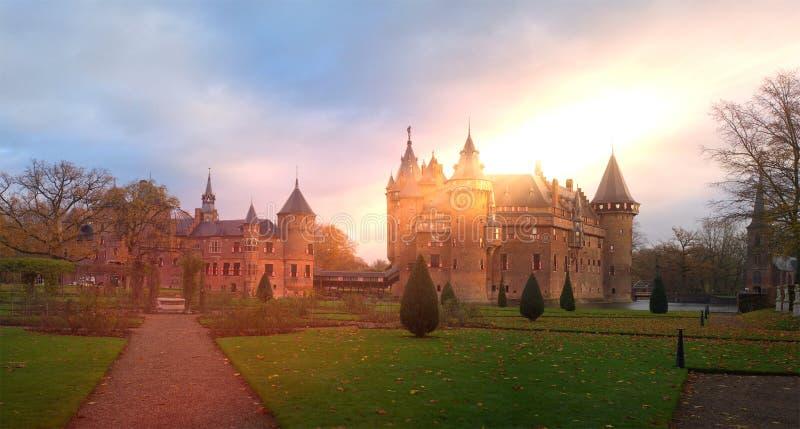 哈尔有太阳的乌得勒支荷兰城堡全景 库存照片