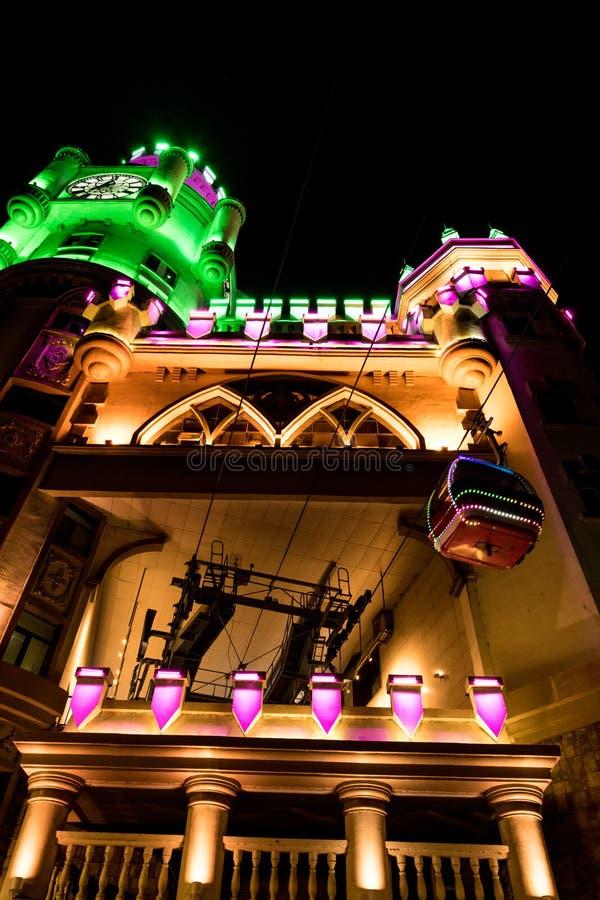 哈尔滨天鹅城堡缆车大厦,五颜六色的点燃的LED 免版税库存图片