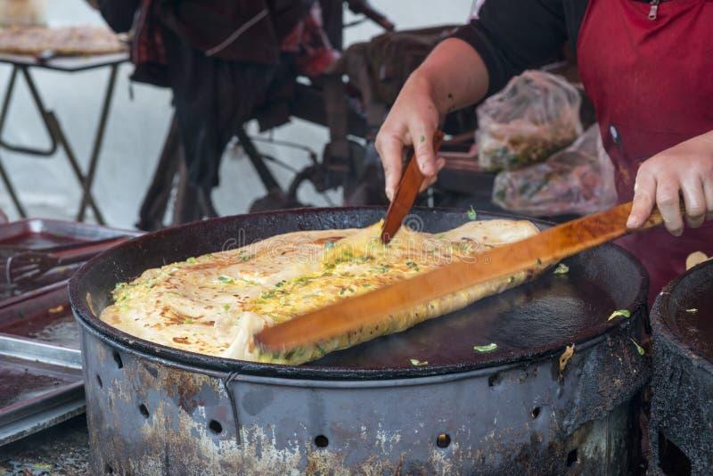 哈尔滨街道食物薄煎饼vegatable蛋丹堆 图库摄影