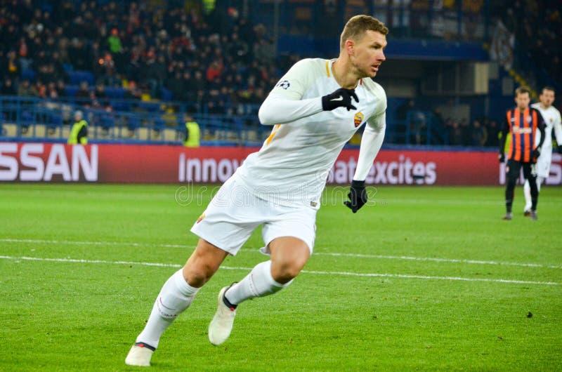 哈尔科夫,乌克兰- 2018年2月21日:在UEFA查家期间的Edin Dzeko 库存图片