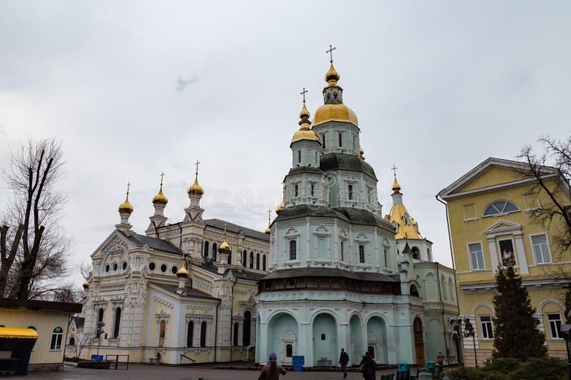 哈尔科夫12月2017年,乌克兰:Pokrovksky修道院,一个男性正统修道院,是最旧的哈尔科夫大厦 库存照片