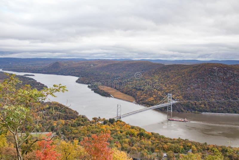 哈得逊河和熊山桥梁 库存照片