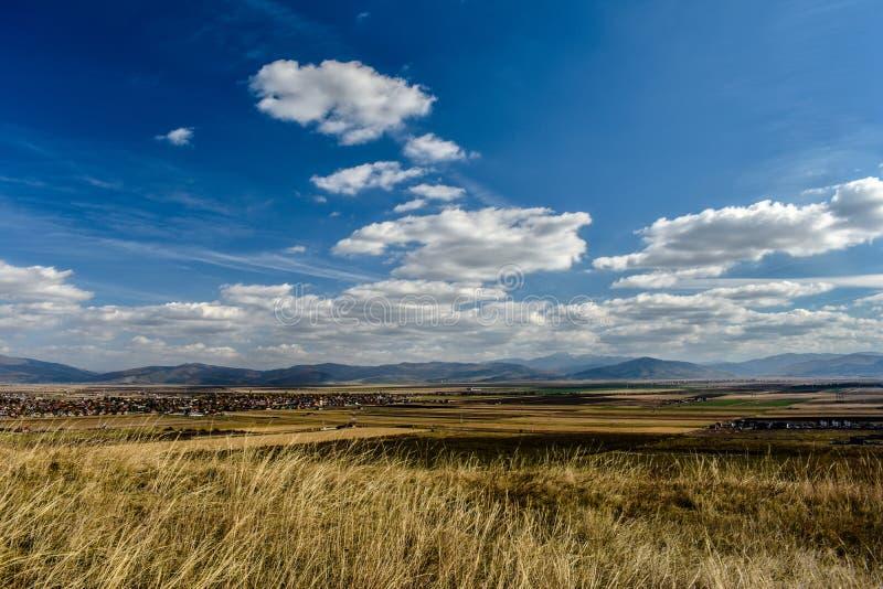 哈曼,布拉索夫地平线在一个夏天晴天 免版税图库摄影