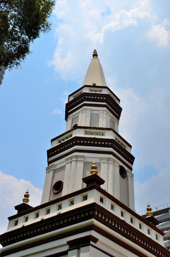 哈杰Fatimah清真寺部落迷人的区新加坡弯曲的倾斜的尖塔  图库摄影
