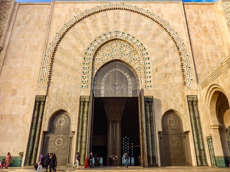 哈桑二世摩洛哥清真寺的华丽门卡萨布兰卡平均观测距离的 免版税图库摄影