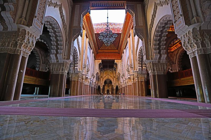 哈桑二世清真寺的内部看法,卡萨布兰卡,摩洛哥 免版税库存照片