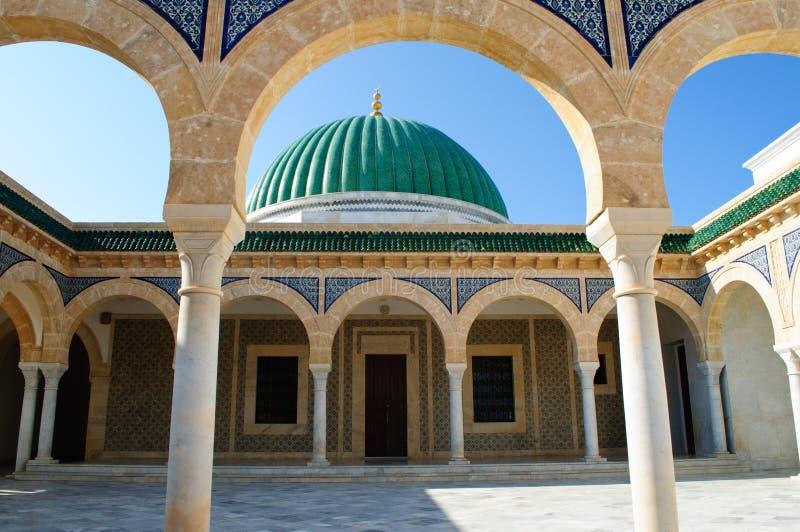 哈比卜・布尔吉巴陵墓是一个美丽的大厦,被传统化作为清真寺 免版税图库摄影