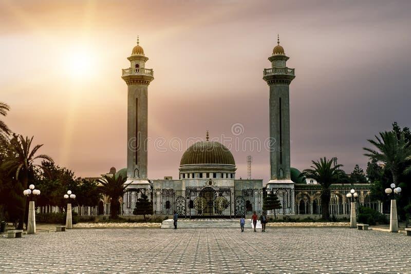 哈比卜・布尔吉巴陵墓在日落的Monastir 库存照片