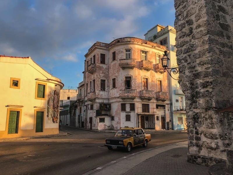 哈瓦那明亮的街道  库存图片
