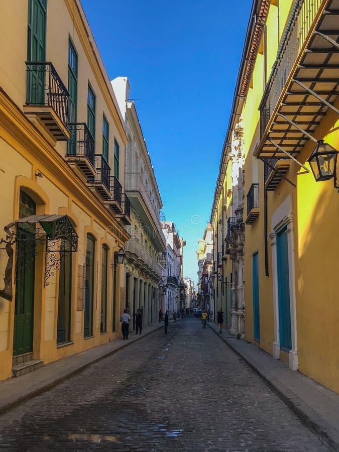 哈瓦那明亮的街道  库存照片