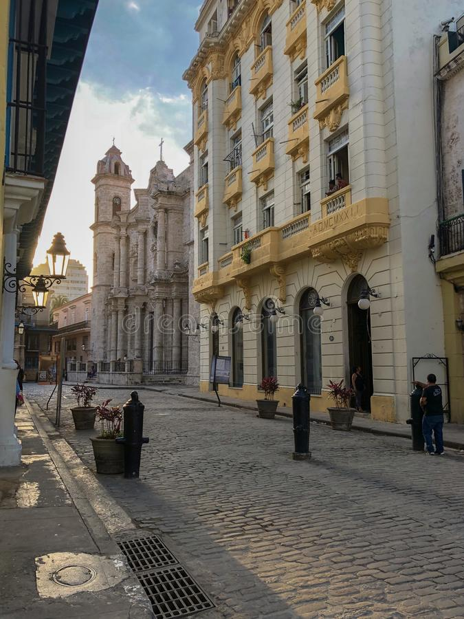 哈瓦那,古巴明亮的街道  库存照片