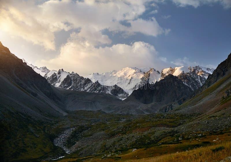 哈萨克斯坦山  库存图片