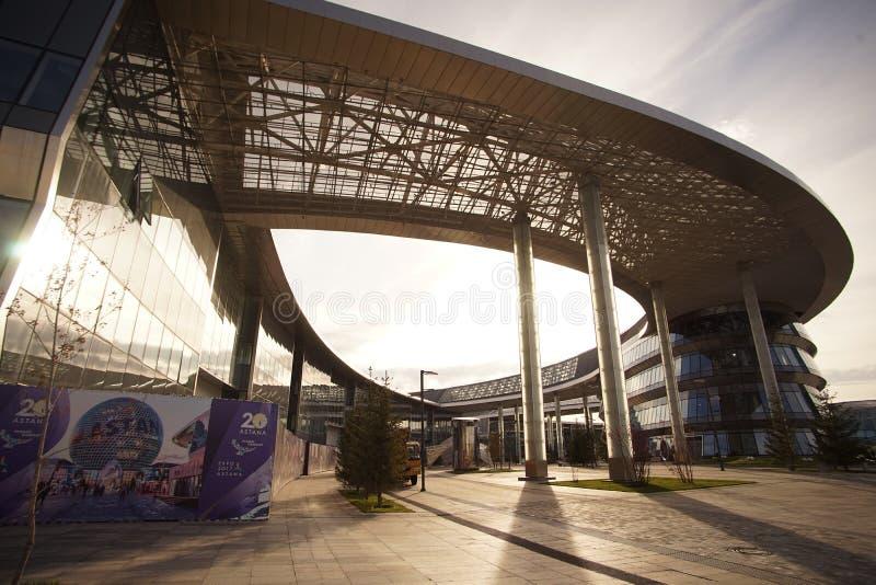 哈萨克斯坦的阿斯塔纳代表性大厦陈列商展区首都 免版税图库摄影