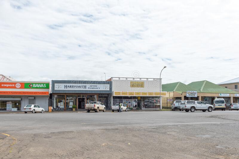哈里斯米特的街景,有商业、车辆和汽车保安 免版税图库摄影