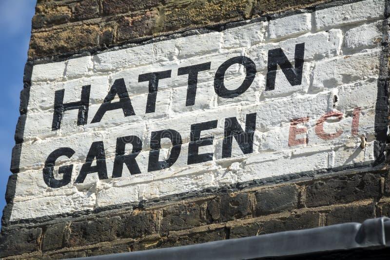 哈顿庭院在伦敦街角的路牌 免版税图库摄影