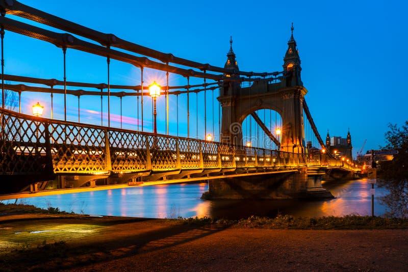 哈默史密斯桥梁在伦敦,英国 免版税图库摄影