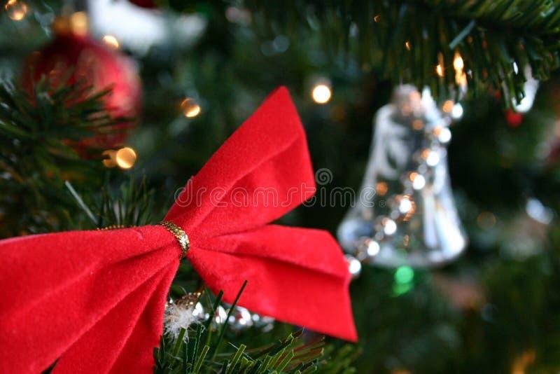 Download 响铃丝带 库存照片. 图片 包括有 诗歌选, 响铃, 圣诞节, 杉木, 结构树, 金子, 红色, 凸起的, 凉亭 - 52208