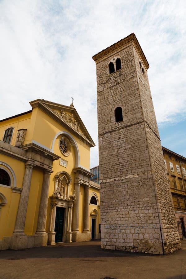 响铃教会老柱子塔 库存照片