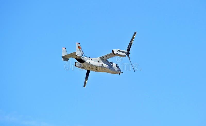 响铃波音MV-22白鹭的羽毛旋转翼倾斜的航空器 免版税库存图片