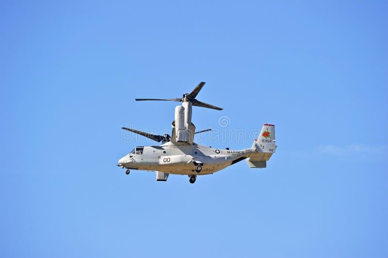 响铃波音MV-22白鹭的羽毛旋转翼倾斜的航空器 免版税库存照片