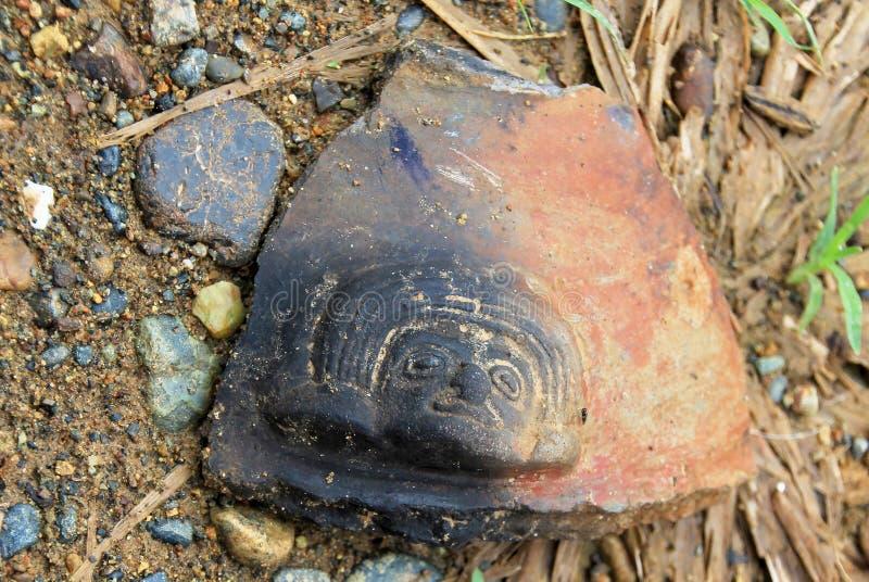 哥伦布发现美洲大陆以前碎片在La Tolita海岛上发现了在河三角洲的,在Esmeraldas省,厄瓜多尔 免版税库存照片