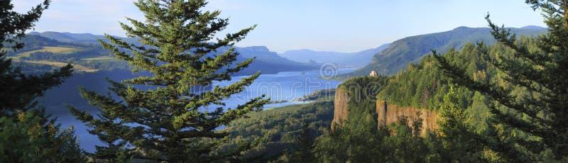 哥伦比亚峡谷房子全景河远景 免版税库存图片