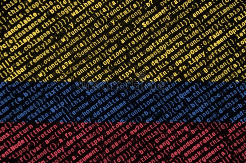 哥伦比亚旗子在有节目代码的屏幕上被描述 现代技术和地点发展的概念 库存图片