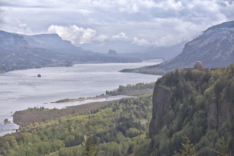 哥伦比亚河峡谷阴云密布风景 免版税库存照片