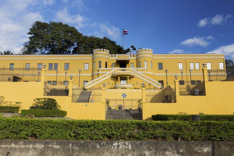 哥斯达黎加修造的门面正面图和旗子国家博物馆在圣荷西市中心附近 库存图片